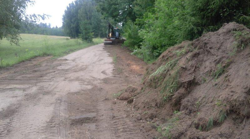 """Uzsākti autoceļa """"Kščeva – Papuļi"""" posmu grants seguma mehanizētās atjaunošanas darbi"""