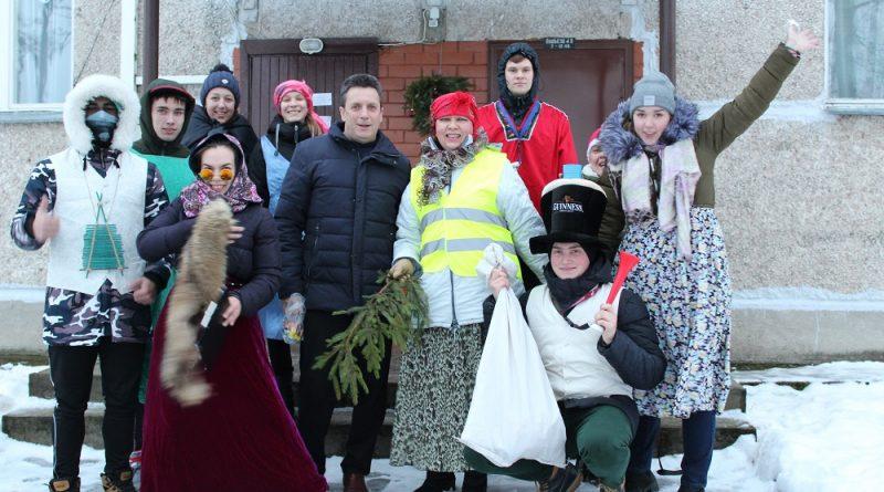 Medumu jaunieši palīdzēja pagastā uzburt svētku noskaņu