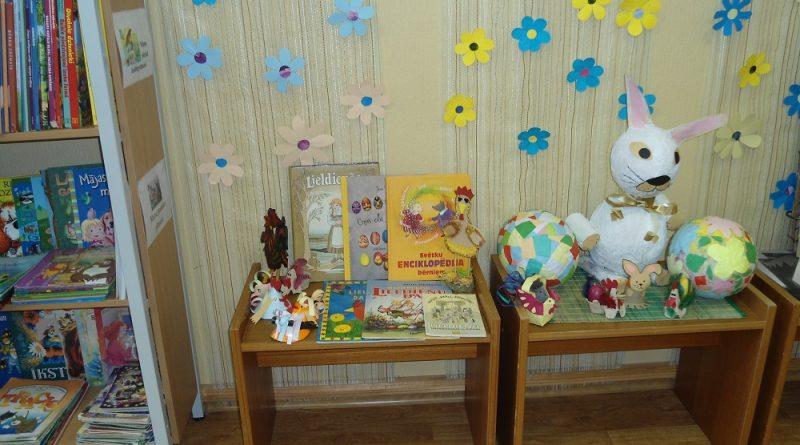 """Radošās nodarbības bibliotēkā """"Pavasara svētku simbols"""""""